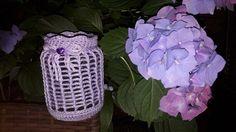 Mit diesem bezaubernden Windlicht könnt ihr Euch die romantische Stimmung ins Haus oder in den Garten holen. Doch nicht nur als Windlicht, sondern auch als Vase, Deko oder auch als Aufbewahrungsglas für Stifte oder Häkelnadel und Co, ein absoluter Hin
