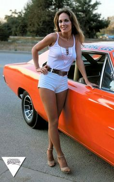 Catherine Bach as Daisy Duke next to the 1969 Dodge Charger known as The General Lee. Catherine Bach, Auto Girls, Car Girls, Dukes Of Hazard, Volkswagen, Daisy Dukes, Us Cars, Up Girl, Hot Pants