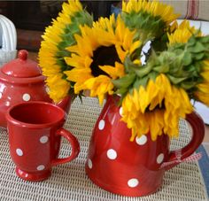 My Painted Garden: Painting Polka Dots and Sunflowers Happy Flowers, Cut Flowers, Flower Shape, Flower Art, Sunflower Centerpieces, Red Cottage, Annual Plants, Finding Joy, Love Is Sweet
