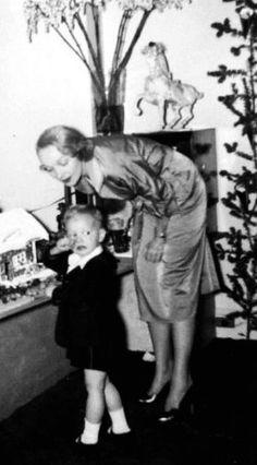 La Dietrich con uno de sus nietos.