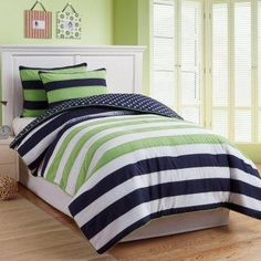 Navy and green dorm room comforter for all upper class boys.. I like the color combo