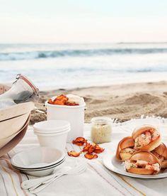 4 Easy Beach-Ready Picnic Recipes via goop Beach Picnic Foods, Picnic Lunches, Beach Meals, Beach Picnic Recipes, Picnic At The Beach, Tumblr Best Friends, Easter Lunch, Picnic Time, Goddesses