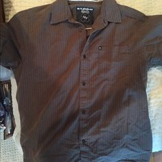 MENS quicksilver short sleeve button up Great condition Quicksilver shirt. Makes awesome gift! :) Make an offer! Quiksilver Shirts Casual Button Down Shirts