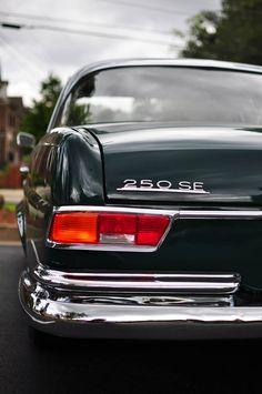 Slight fin - Mercedes-Benz 250 SE via http://www.foundonthestreet.net/2014/07/10/mercedes-benz-250-se-w108-circa-1965-68/