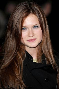 Bonnie Wright perfect hair color!