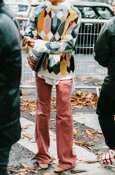 25 Winter Street Style Outfits To Keep You Stylish and Warm Hippie Stil, Mode Hippie, Hippie Vibes, Look Fashion, Winter Fashion, Fashion Outfits, Fashion Trends, Jeans Fashion, Young Fashion