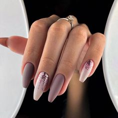This series deals with many common and very painful conditions, which can spoil the appearance of your nails. SPLIT NAILS What is it about ? Nails are composed of several… Continue Reading → Fall Acrylic Nails, Acrylic Nail Designs, Nail Art Designs, Nails Design, New Years Nail Designs, Blog Designs, Pink Nails, Glitter Nails, My Nails