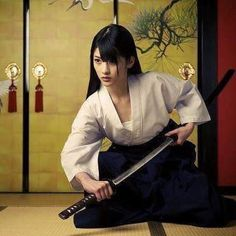 Sempre tem escolha Best Picture For Martial Arts workout For Your Taste You are looking for somethin Female Samurai, Samurai Warrior, Female Martial Artists, Martial Arts Women, Human Poses Reference, Pose Reference Photo, Warrior Girl, Fantasy Warrior, Guerrero Ninja
