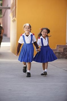 Honduran children off to school. <3