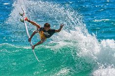 Série Surf - Alejo Muniz voando com estilo na Expression Session do WCT Pro Gold Coast 2011 em Snapper Rocks #thanksGod #surf #surfing #waves #australia #snapperrocks #aereo #ondas #beach #sea #lifestyle #love #instasurf #photo #photographer #fotografia @alejomuniz @visitgoldcoast by andre_benites