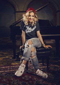 Rita Ora, es una cantante, compositora, actriz y modelo británica de origen kosovar.