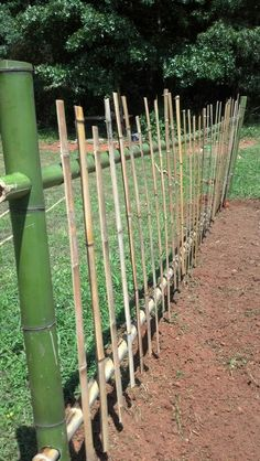 Made with a drill, screws, a hack saw and a hole saw. Super easy and locally sourced! Bamboo Planter, Garden Planter Boxes, Bamboo Garden, Bamboo Fence, Garden Fence Panels, Garden Fencing, Cerca Natural, Bamboo Fountain, Bushcraft