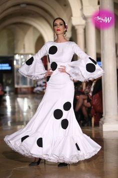 Belén Vargas Spanish Dress Flamenco, Flamenco Skirt, Flamenco Dancers, Flamenco Costume, Dance Pictures, Dance Pics, Black White Fashion, Dress Codes, Frocks