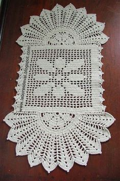 de tapetes de barbante_Pesquisa do Baidu Crochet Home, Love Crochet, Crochet Flowers, Crochet Placemats, Crochet Table Runner, Doily Patterns, Wiggly Crochet, Crochet Dollies, Tricot