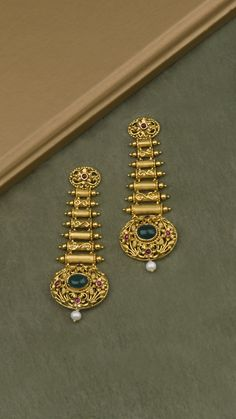 Chased beads of gold accented with skillfully crafted intricacies on the AZVA earrings Jewelry Design Earrings, Gold Earrings Designs, Gold Jewellery Design, Gold Bangles Design, Antique Jewellery Designs, The Bling Ring, Real Gold Jewelry, Rakhi, Beads