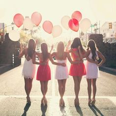 Cute photo idea with my girls at a bachelorette party