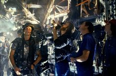 James Cameron operates the camera with actor Bill Paxton in this rare photo from the making of Aliens, courtesy of Titan Books and Century Fox! Science Fiction, Fiction Movies, Aliens 1986, Aliens Movie, James Cameron Aliens, Alien Hive, Aliens Colonial Marines, Alien Resurrection, 1980s Films