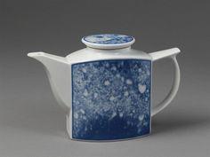 Enger, Leif Helge. Porcelain with splashed silkscreened decoration in underglaze blue.
