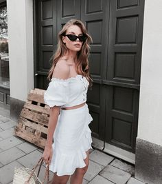 Cute two piece casual outfit. White Fashion, Boho Fashion, Fashion Looks, Fashion Outfits, Fashion Trends, 90s Fashion, Pretty Outfits, Cool Outfits, Summer Outfits
