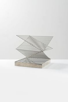 industrial elements with lightness of composition Line Sculpture, Sculpture Metal, Sculptures, Modern Sculpture, Art Et Design, Trophy Design, Landscape Concept, Geometric Jewelry, Objet D'art