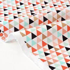 Tissu américain patchwork-géométriques triangles pastel dorés x 50cm