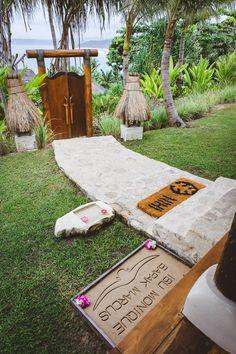 Luxustourismus & soziales Engagement im exotischen Dschungel-Paradies Nihi Sumba Islandby Christopher Burch – wild, romantisch und perfekt für alle, die in eine andere Welt eintauchen wo…