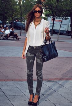 Love the camo jeans and white blouse