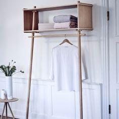Töjbox fra Woud, designet av Made by Michael. En oppbevaringsmøbel som er perfekt både i gangen og s...