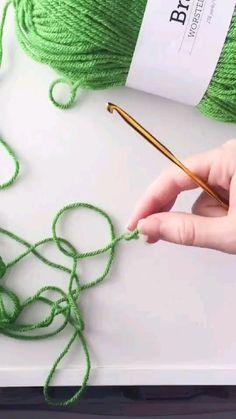 Loom Knitting Stitches, Easy Crochet Stitches, Crochet Stitches For Beginners, Crochet Square Patterns, Crochet Basics, Knitting For Beginners, Crochet Designs, Easy Knitting, Start Knitting