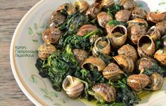 cretangastronomy.gr - Μπουμπουριστοί χοχλιοί με σπανάκι και σκορδόφυλλα Greek Beauty, Main Menu, Greek Recipes, Sprouts, Dishes, Meat, Vegetables, Food, Tablewares
