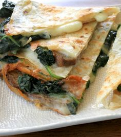 Recharge last night's leftovers with this quick and simple steak and spinach quesadilla recipe. It's a hearty lunch, dinner or snack for you and the kids! - Everyday Dishes & DIY