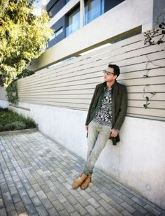 Sunny weekends at the end of autumn are almost the ideal way to recharge my batteries and start the upcoming busy week. And I'm saying almost, 'cause a loose urban. Details Magazine, Lgbt, Sunnies, Menswear, Urban, Autumn, Elegant, Style, Fashion