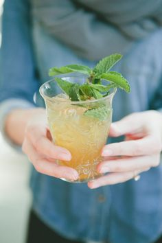 food + drink | whiskey smash cocktail recipe | via: style me pretty