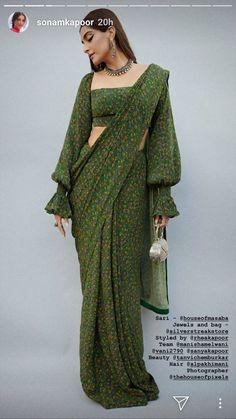 How to Get A Designer Saree Look with a Simple Saree - Saree Styles Saree Blouse Patterns, Sari Blouse Designs, Fancy Blouse Designs, Designs For Dresses, Saree Jacket Designs, Indian Fashion Dresses, Dress Indian Style, Indian Designer Outfits, Indian Fashion Modern
