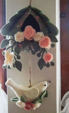 Maid a-Milking PDF pattern for a hand sewn wool felt ornament Felt Crafts Diy, Easter Crafts, Sewing Crafts, Sewing Projects, Arts And Crafts, Felt Flowers, Fabric Flowers, Felt Christmas, Christmas Crafts