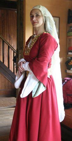 Costume féminin de noble, début XIIème, est de la France. (noblewomen's costume from the 12th century. Its from France).