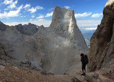 Pico Urriellu, en los picos de Europa / Asturias / Spain. O Naranjo de Bulnes. Por su color con el reflejo del sol.