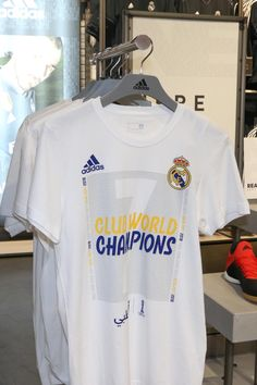 adidas camiseta Real Madrid Campeón Mundial de Clubes 2018  #adidas #realmadrid #futbolmania #futbolmaniawoman Club, Challenge, Polo, Mens Tops, T Shirt, Real Madrid Goalkeeper, Supreme T Shirt, Polos, Tee Shirt