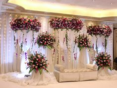 Beautiful Wedding set up at Sihar Ballroom @sunsethoteljeddah #sunsetsignatureweddings #sunsetevents #freshflowers