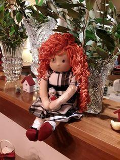 Αυτή είναι η Ματίνα...χειροποίητη κούκλα waldorf με μπαλούν ταυταδενιο φορεματάκι και καστορενια δερμάτινα γοβάκια 😊