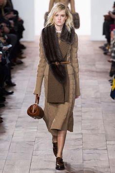 f714a4ef2 Michael Kors hace gala de su minimalismo más femenino en la colección Otoño-Invierno  2015 2016. Colores De InviernoModa SostenibleModa Nueva YorkPielNuevas ...