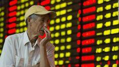 Esta foto ilustra una informacion de CNNMoney sobre el desplome de la bolsa de valores de China, la segunda economia mas grande del mundo.