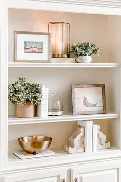 Bookcase Styling - Essential Pieces for a New Look — Jenny Reimold Bookcase Styling, Bookcase Decorating, Home Decorating, Decorating Ideas For The Home Living Room, How To Decorate Living Room, Interior Decorating Styles, Decorating Coffee Tables, Decoration Bedroom, Living Room Shelf Decor