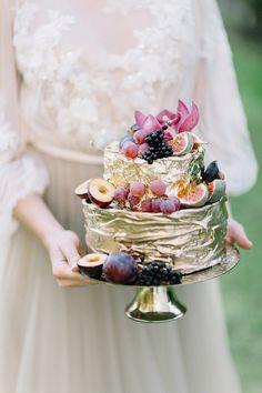 Autumn castle wedding in Poland on 100 Layer Cake Metallic Cake, Gold Cake, Amazing Wedding Cakes, Elegant Wedding Cakes, Wedding Cake Fresh Flowers, Wedding Colors, Fig Cake, 100 Layer Cake, Wedding Cake Inspiration