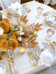 Golden Harvest Fall Table - Randi Garrett Design How to set a golden harvest fall table using gold pumpkins, white and gold dishes, gold leaves, wheat and magnolia flowers Fall Table Settings, Thanksgiving Table Settings, Thanksgiving Decorations, Rustic Thanksgiving, Autumn Decorations, Thanksgiving Tablescapes, House Decorations, Winter Table, Autumn Table