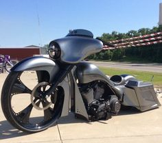 Check out @pinupbaggers killer build they rode on the @hotbikemag @baggersmag @geico 1000 mile tour spirt lake Iowa to Billings Montana. They only use the best handling suspension on their builds #misfitmade #originalmisfitshortneck they also used Misfit streamline fairing Street Rage Bars & Custom Misfit Layframe cred @shooters_images @misfitindustriesusa by misfitindustriesusa