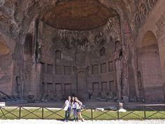 Basílica de Maxencio e Constantino. A parte do teito artesonado da basílica foi unha importante fonte de inspiración para moitos arquitectos do renacemento.