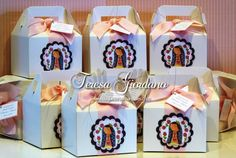 cajita virgencita Ideas Para Fiestas, First Communion, Favor Boxes, Holi, Gift Wrapping, Baby Shower, Create, Diy, Party Ideas