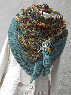 Ravelry: krebinette's FASC in Kingfisher WOW! inspiration ravelry krebinette's FASC in Kingfisher Knit Cowl, Knitted Shawls, Crochet Scarves, Shawl Patterns, Knitting Patterns, Crochet Patterns, Knit Or Crochet, Crochet Shawl, Knitting Yarn