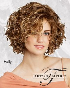 Do you like your wavy hair and do not change it for anything? But it's not always easy to put your curls in value … Need some hairstyle ideas to magnify your wavy hair? Curly Hair With Bangs, Curly Hair Cuts, Curly Bob Hairstyles, Short Curly Hair, Short Hair Cuts, Curly Hair Styles, 3c Hair, 1950s Hairstyles, Hairdos
